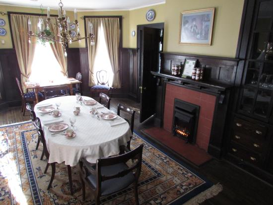The Troy-Bumpas Inn Bed and Breakfast: Dining Room