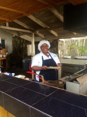 Long Bay Beach Club: Spotless outdoor kitchen