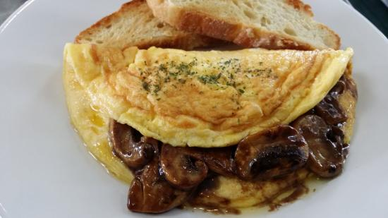 Northcote, Nya Zeeland: Mushroom omelette at the Hollywood