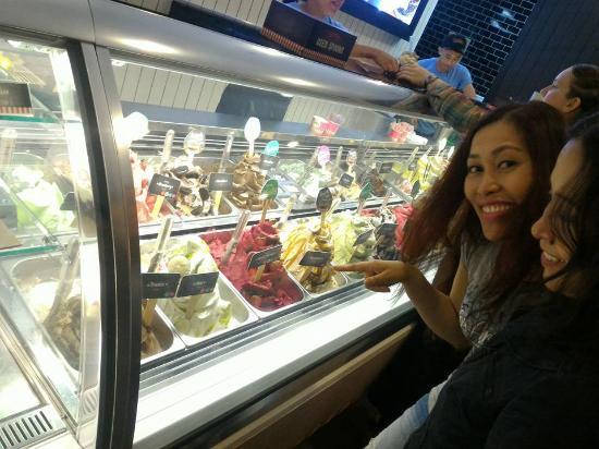 Gelatissimo: Selecting flavors :)