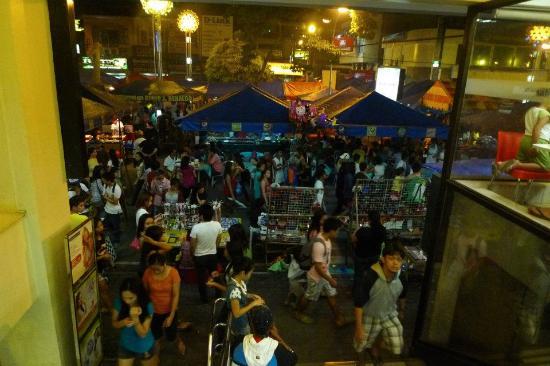 Fem's Vines Pension House : Divisoria: Live bands, Street foods, Night Market