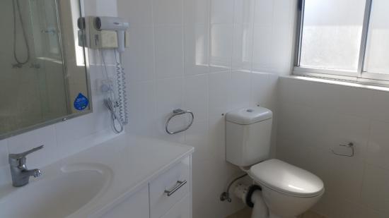 Rainbow Place : 2 bathrooms, one ensuite