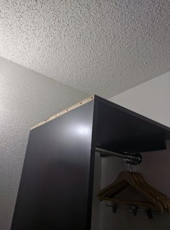 DeRidder, LA: Missing Flat Screen TV Pained walls without prepping 2 different tile floors Half ass put togeth