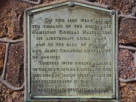 Hamilton Douglas-Halyburton Memorial: Memorial plaque.
