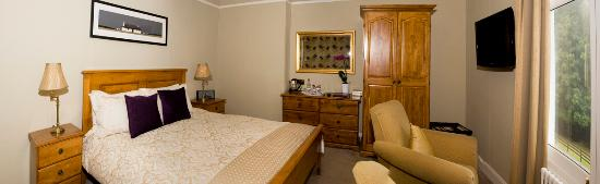 Connel, UK: double bedroom with sea view