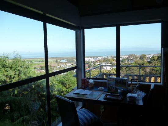 Τάμεσης, Νέα Ζηλανδία: Wake up to breakfast and a view like this.