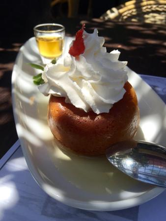 Bagatelle: Café gourmand, Blanquette de veau à l'ancienne, Herbes du Jardin et Baba au Rhum !!!