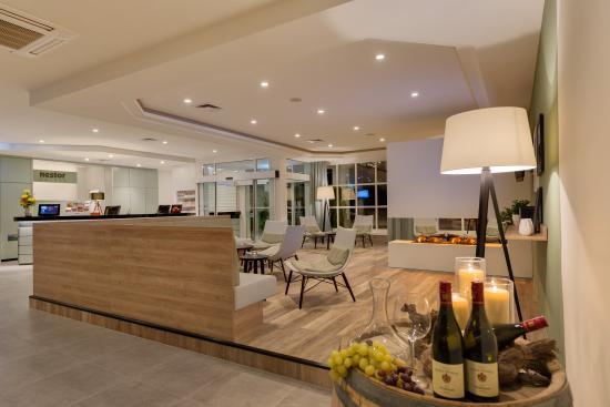 Nestor Hotel Neckarsulm: Lobby mit Rezeption