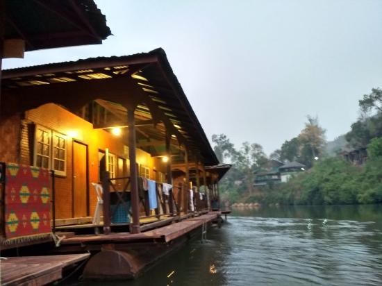Banrimkwae Paerimnam Resort