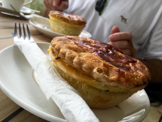 Ross, Australia: Scallop curried pie n vanilla slice
