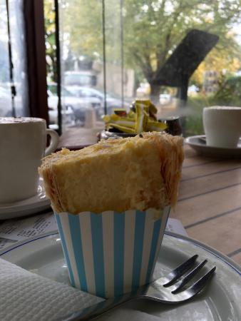 Ross, Australia: Scallop curried pie n vanilla slice