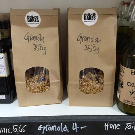 Νιούπορτ, UK: Our house granola - bagged and ready for breakfast!