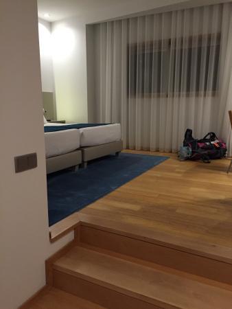 Maia, Portugal: 清潔感のある素敵なホテルです。美味しい朝ごはんもついて、この値段はコスパがよいですね。空港から徒歩圏内、無料wifi快適です。深夜到着なら迷わずこちらを進めます。 朝ごはんはパン、チーズ、ハム