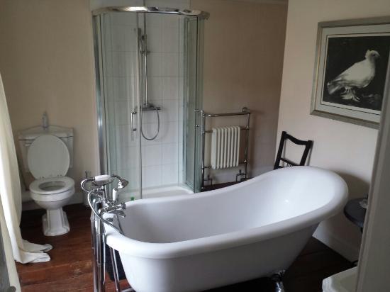Hindon Organic Farm: Oak room bathroom