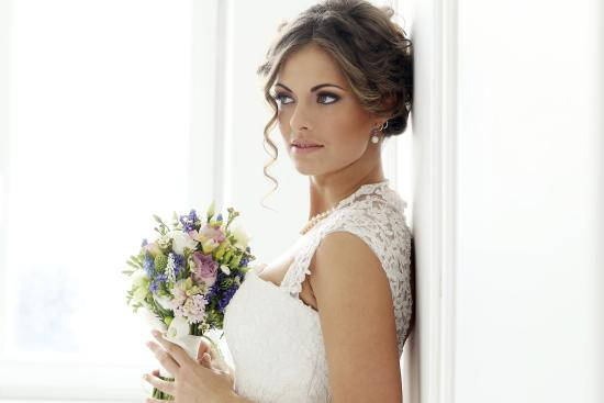 Radisson Hotel Rochester Riverside: Brunette Bride With Flowers