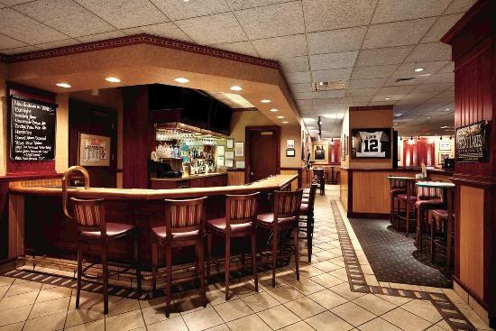ชาร์ลสตัน, เวสต์เวอร์จิเนีย: Athletic Club Bar & Grill