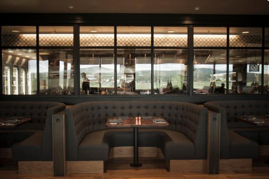 Sunriver Resort_dining_Carson's American Kitchen Booths