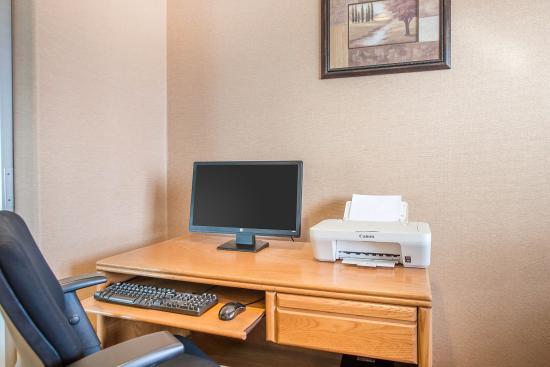 Quality Inn & Suites Limon : Business center