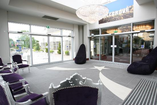 Hillgrove Hotel, Leisure & Spa: Stunning Electric Entrance