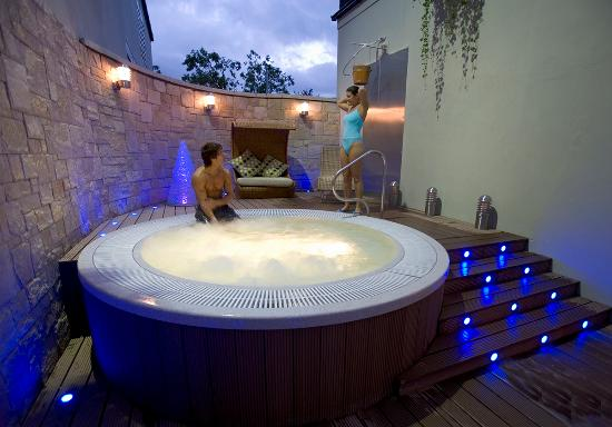 Hillgrove Hotel, Leisure & Spa: Outdoor Hot Tub