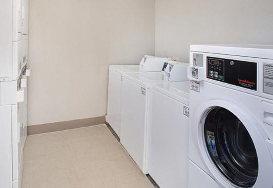 Shelton, CT: Guest Laundry