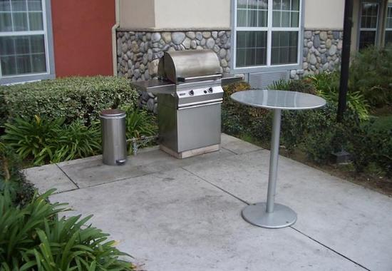 Hawthorne, CA: BBQ Area