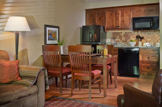 Green Mountain Suites Hotel: Kitchen