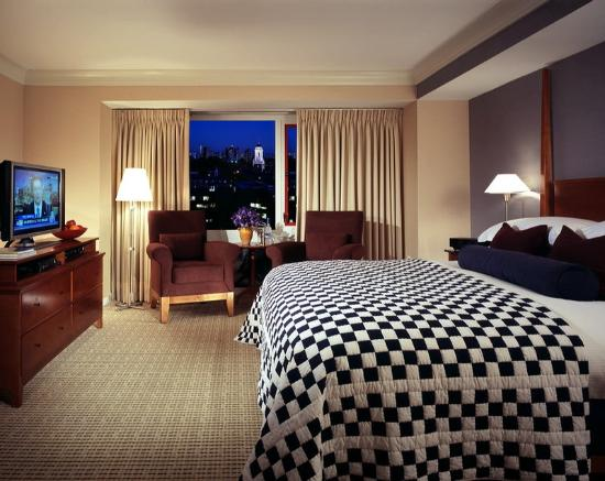 Charles Hotel: Deluxe King Room