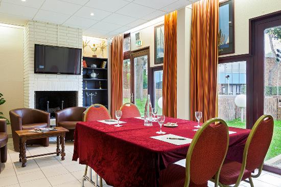 Comfort Hotel Cachan: Hall - Lounge