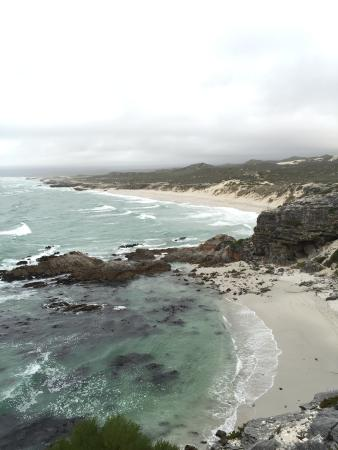 Cliff Lodge: Nearby beach