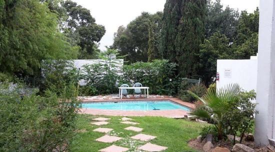Muco Guesthouse: Pool 2