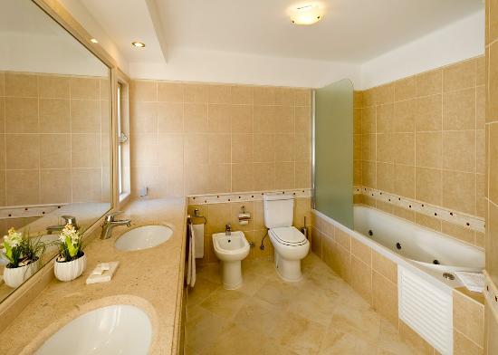 Four Seasons Fairways Villas Bathrooms