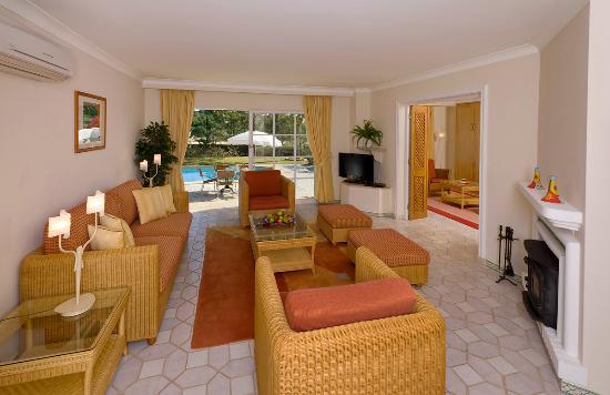 Four Seasons Fairways Villa lounge