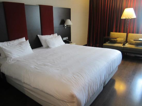 Camera con letto queen size picture of nh amsterdam schiphol