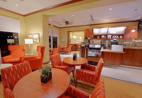 Jensen Beach, FL: Bistro Seating Area