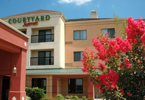 Photo of Courtyard  Bryan College Station
