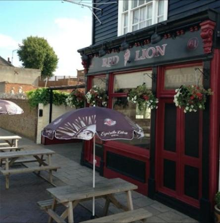 Sheerness, UK: Pub Exterior