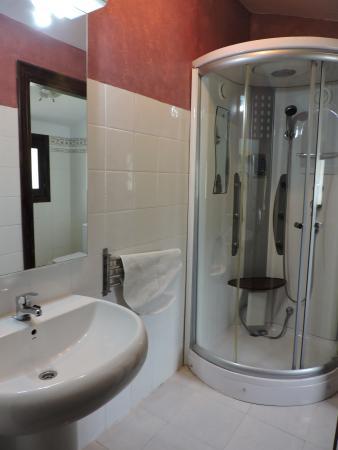 La Antigua Ferreria Hotel Rural: baño habitacion grande bungalow
