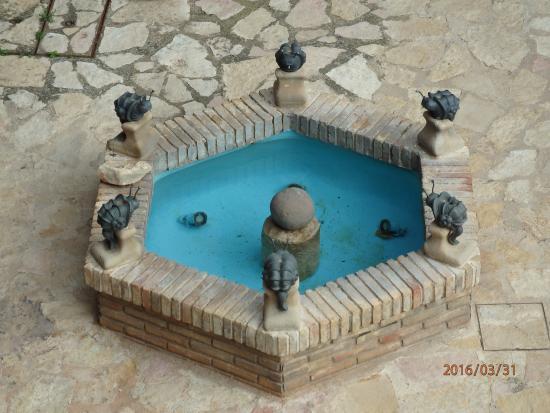 Cuevas de Canart, Spanien: Fuente de las ranas