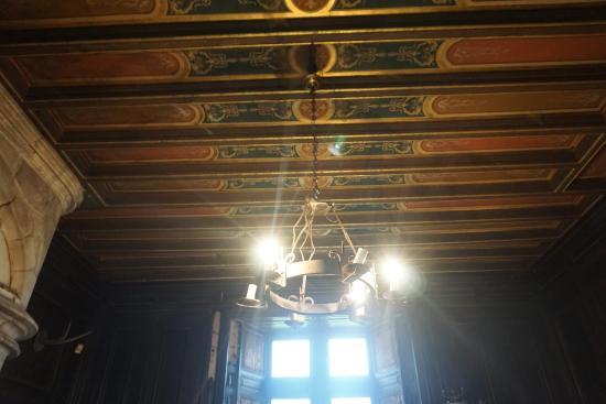 Монморильон, Франция: grandioses tous les plafonds dans chaque piece