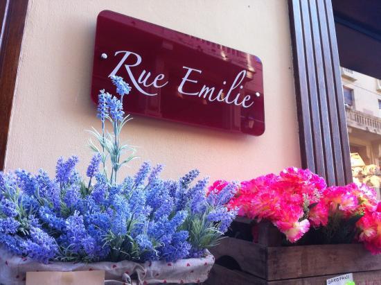Rue Emilie