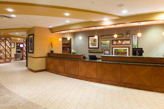 DoubleTree by Hilton Austin - University Area: Lobby Front Desk