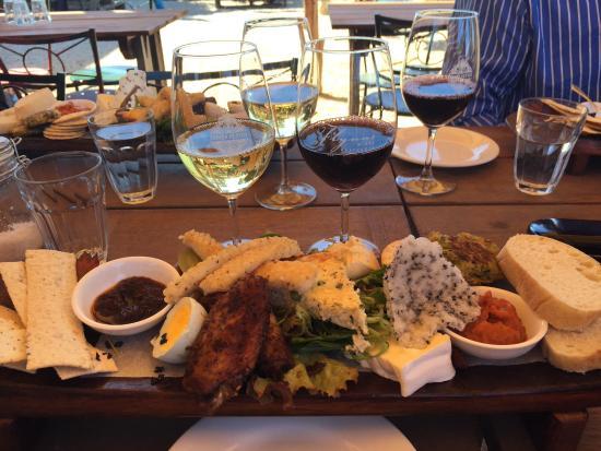 Flynn's Bistro: The wine platter