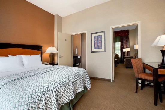 Brea, كاليفورنيا: King Suite Bedroom