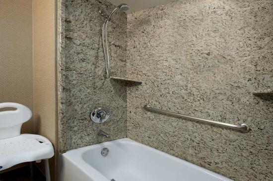 Brea, كاليفورنيا: Accessible Bathroom
