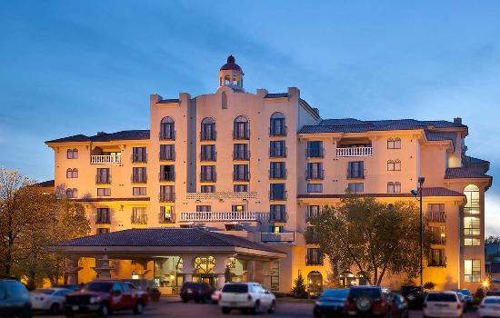 Embassy Suites by Hilton Indianapolis - North: Hotel Exterior