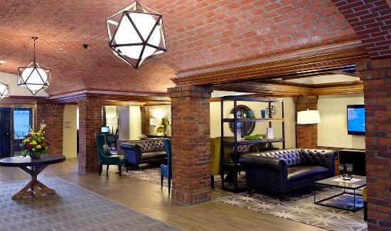 Embassy Suites by Hilton St. Paul - Downtown: Lobby Reception