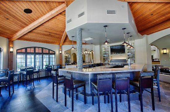 Embassy Suites by Hilton Mandalay Beach - Hotel & Resort: New Bar