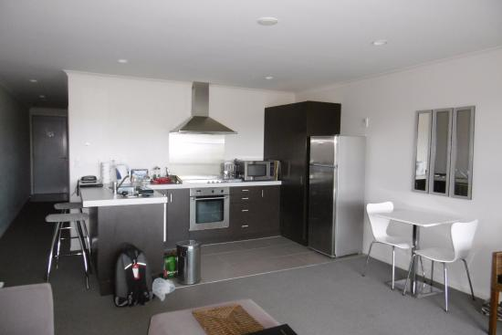 Marina Park Apartments: The cooking and dining area