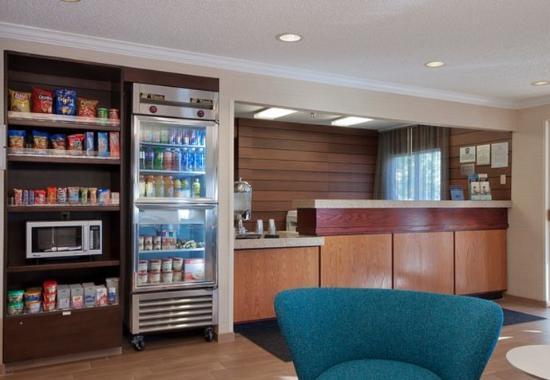 Fairfield Inn Bozeman: Front Desk